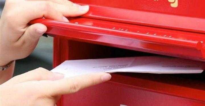 porto - rød postkasse.jpg