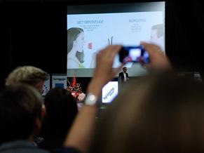 Tim Frank Andersen fra bureauet In2Media den store scene på Digitaliseringsmessen i Odense